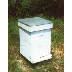 Vertical beehive with rods